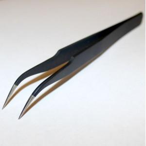 Пинцет стальной изогнутый черный